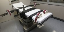 The gurney in the the execution chamber at the Oklahoma State Penitentiary is pictured in McAlester, Okla. (AP)